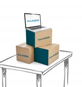 mesa y cajas de cartón rajabox