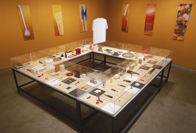 Cinta adhesiva en el MoMA, parte de la exposición de Obras maestras humildes