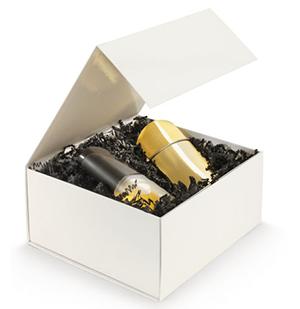 Caja para regalo con cierre imán preparada para el envío de perfumes