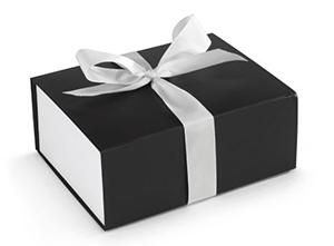 Caja de regalo con lazo de satén para enviar un perfume