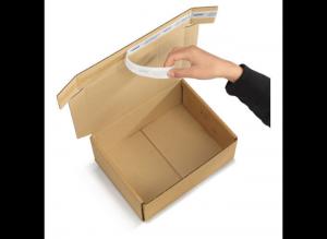 Caja con cinta adhesiva integrada